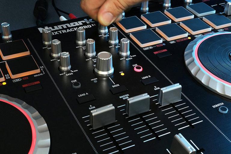 8 Best DJ Controllers Under $500 in 2019 - DigitalFangirl